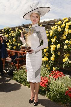 Nicole Kidman in the L'Wren Scott dress and Stephen Jones hat, made for the Green Carpet Challenge Kentucky Derby Outfit, Kentucky Derby Fashion, Race Day Outfits, Derby Outfits, Races Outfit, Race Day Fashion, Races Fashion, Fashion Hats, High Fashion