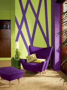 Pantone influences our seasonal color trends. The Pantone Institute 2018 Color Of The Year is Ultra Violet It is a combination of red and blue. Purple Interior, Room Interior, Room Colors, House Colors, Salons Violet, Purple Furniture, Design Salon, Purple Rooms, Living Room Green