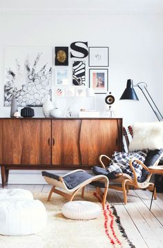 mod mid-century mcm boho chic bohemian interior design home decor inspiration style ideas rustic industrial leather wood console(Mix Wood Living Room) Estilo Interior, Home Interior, Interior Architecture, Interior Decorating, Decorating Ideas, Interior Livingroom, Bohemian Interior, Modern Interior, Decoration Inspiration