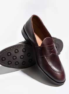 Discover the latest trends in Mango fashion, footwear and accessories. Shop the best outfits for this season at our online store. Sock Shoes, Men's Shoes, Dress Shoes, Mango Fashion, Loafers Men, Gift Guide, Latest Trends, Cool Outfits, Kicks