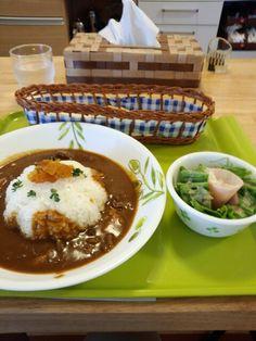 今日のお昼ご飯はオリジナルカレーライスセットいただいています。