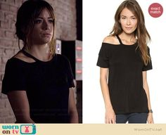 Skye's black tshirt with cutout neckline in Agents of SHIELD.  Outfit Details: http://wornontv.net/37500/ #AgentsofSHIELD