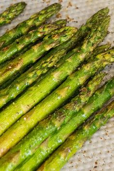 Frozen Asparagus Recipe, Grilled Asparagus Recipes, Oven Roasted Asparagus, Roasted Vegetables, Pan Asparagus, Fresh Asparagus, Veggies, Side Dishes Easy, Side Dish Recipes