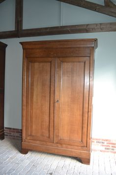 Antieke eiken Louis Philippe kast. Antique oak wardrobe. www.denoudensteegh.nl