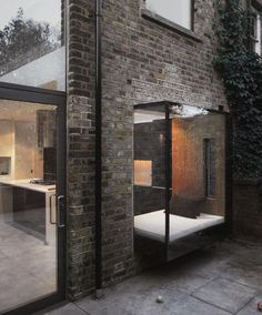dezeen: Glass extension added to a house in Dalston »