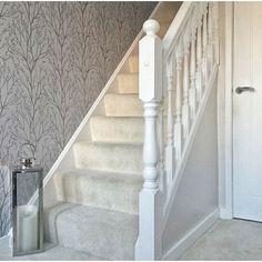 Silver Wallpaper Hallway, Wallpaper Stairs, Tree Wallpaper, Botanical Wallpaper, Stair Landing Decor, Staircase Landing, Staircase Ideas, Grey Hallway, Upstairs Landing