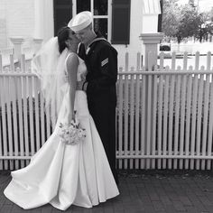 military wedding pictures poses | Wedding love US navy sailor dress happy couple poses