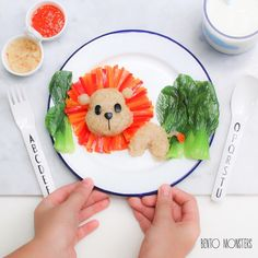 Healthy and delicious meal-planning inspiration for parents who want to think outside of the (lunch) box. Cute Snacks, Cute Food, Good Food, Food Art For Kids, Cooking With Kids, Dinners For Kids, Kids Meals, Baby Breakfast, Cute Bento