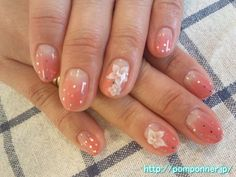 ombre with some simple flowers. #nails #nail_art #ombre #sparkles #design #3d #acrylics #gel
