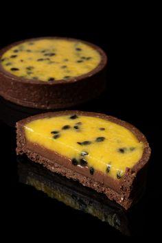 Just Desserts, Delicious Desserts, Dessert Recipes, Fruit Tart Recipes, Gourmet Desserts, Passion Fruit Cake, Recipes With Passion Fruit, Passionfruit Recipes, Sweet Tarts