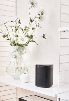 Klein Aber Oho! Die XS Vase Ball Ist Die Perfekte Wahl Um Einzelne Blüte  Gekonnt In Szene Zu Setzen. Kombiniert Mit Weiteren Wunderschönen Vasen Und  Blumen ...