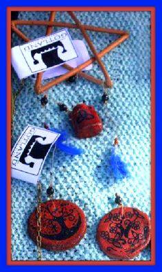 Wiccan windchime : Cane pentacle with gems and ceramic hand painted pendants - Colgante wiccano de caña  con gemas y colgantes pintados a mano  https://www.facebook.com/GotlandHeathenStuff