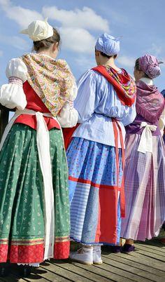 Realización de trajes típicos vascos.