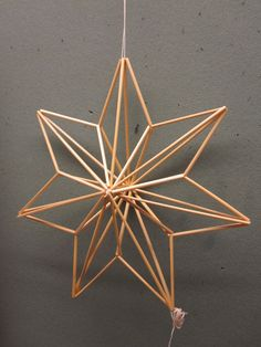 IRMAN HIMMELIKURSSIT: Ylöjärvi 2012 Straw Sculpture, Cardboard Sculpture, Office Christmas Decorations, Christmas Crafts, Christmas Star, Diy Straw, Parol, Star Diy, Stick Art