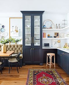 Kitchen Makeover: A Narrow Space Gets A Timeless Update Designer Erin Feasby of Feasby & Bleeks Design shares a galley kitchen makeover. Best Kitchen Designs, Modern Kitchen Design, Beautiful Kitchens, Cool Kitchens, Luxury Kitchens, Layout Design, Design Design, Graphic Design, Home Luxury
