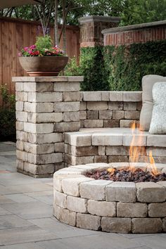 The Weston Stone™ contemporary stone fire pit kit offers a visually pleasing clean look while complementing most outdoor paver landscapes and hardscapes. Backyard Slide, Fire Pit Backyard, Fire Pit Bbq, Cool Fire Pits, Fireplaces Uk, Outdoor Fireplaces, Stone Fire Pit Kit, Outdoor Pavers, Modern Fire Pit