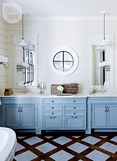 Bathroom design: Master bathroom vanity {PHOTO: Michael Graydon}      See the full article here: http://www.styleathome.com/homes/interiors/house-tour-coastal-style-cottage/a/56885