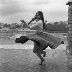 anarchaia:    Claudia Cardinale dances barefoot on a roof terrace in Rome in 1959. Photograph: Archivio Cameraphoto Epoche/Hulton Archive/Getty Images (via A very dolce vita)