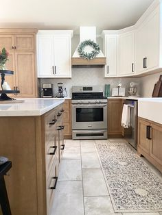 Two Tone Kitchen Cabinets, Kitchen Cabinets And Countertops, Maple Cabinets, Kitchen Cabinet Colors, Painting Kitchen Cabinets, Kitchen Room Design, Home Decor Kitchen, Home Kitchens, Kitchen Ideas