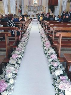 stylish ideas for a church wedding ceremony in the city Wedding Isle Decorations, Altar Decorations, Wedding Centerpieces, Wedding Bouquets, Flower Centerpieces, Simple Church Wedding, Rustic Wedding, Fall Wedding, Church Wedding Flowers