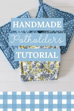 Easy beginner sewing project, right here! Learn how to sew potholders in this step by step tutorial, video included. They're simple and oh so cute:) Easy Sewing Projects, Sewing Projects For Beginners, Sewing Tutorials, Sewing Crafts, Sewing Hacks, Sewing Ideas, Bags Sewing, Sewing Lessons, Quilt Tutorials