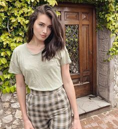 For beautiful female celebrities. Beautiful Female Celebrities, Beautiful Women, Jessica Clement, Clothing Haul, Cute Young Girl, Becoming A Model, Latest Images, Best Brand, Brown Hair