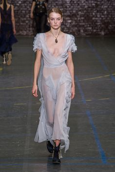 All the Looks From the John Galliano Fall 2016 Ready-to-Wear Show  - ELLE.com