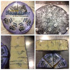 Blauwe klaver kaas German Cheese, English Cheese, Dutch Cheese, French Cheese, Italian Cheese, Swiss Cheese, Types Of Cheese, Market Displays, Best Cheese