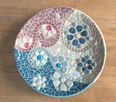 Plato de mosaico de cristal en rosa y azul bebé en por mimosaico