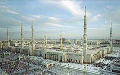 History of Masjid Al Nabawi The Prophet Mosque Masjid Al Nabawi, Cool Pictures, Beautiful Pictures, Usa 2016, Islamic Paintings, Beautiful Mosques, Madina, Pilgrimage, Paris Skyline