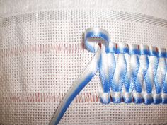 Ribbon Embroidery Ideas Brebotes and Brebosês: Braided ribbon - Walkthrough Ribbon Embroidery Tutorial, Silk Ribbon Embroidery, Cross Stitch Embroidery, Hand Embroidery, Embroidery Designs, Ribbon Art, Ribbon Crafts, Embroidery Techniques, Sewing Techniques