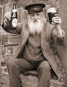 AYE no lights in this Pin, but it deserves to be seen. CHEERS to this guy! Sláinte to my fellow Irish. Patrick's Day is coming.Guinness all the way. Old Irish, Irish Men, Guinness, Vintage Photographs, Vintage Photos, Bar Scene, Irish People, Irish Eyes Are Smiling, My Heritage