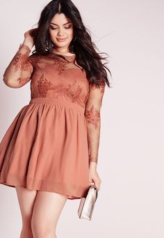 Look fanciful this season in this chic pink skater dress. With puffball skirt, luscious lace covering to the top and figure flattering fit, this dress will ensure all eyes are on you - for all the right reasons. Style with a feminine pair o. Plus Size Wedding Dresses With Sleeves, Plus Size Formal Dresses, Plus Size Outfits, Plus Size Skater Dress, Big Size Dress, Look Plus Size, Plus Size Women, Habits Pas Cher, Curvy Girl Fashion