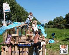 29 Juli - 16 Aug -  Kinder Bouwspeelplaats Mariahoeve - http://wijkmariahoeve.nl/29-juli-16-aug-bouwspeelplaats-mariahoeve/ - Datum: 29 Juli - 16 Augustus  Activiteit: Timmeren met oud hout, gered gereedschap en nieuwe spijkers  Voor wie: Kinderen van 6-12 jaar onder begeleiding van hun eigen volwassen begeleider (18+)Tijd: elke dag van 11:00 tot 17:00 uur Adres: Bij stadsboerderij De Reigershof, Reigersbergenweg 280 2592 EZ Toegang: Gratis