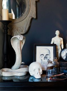 "This inky blue space has a ""cabinet of curiosities"" feel to it. My Living Room, Living Spaces, Cabinet Of Curiosities, Deco Originale, Gothic House, Decoration Design, Modern Retro, Interiores Design, My Dream Home"