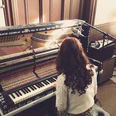 Shared by r o z a. Find images and videos about girl, music and piano on We Heart It - the app to get lost in what you love. Sound Of Music, Music Is Life, My Music, Piano Music, Violin Tumblr, Sonny Munroe, Piano Girl, Rachel Berry, Piano Player