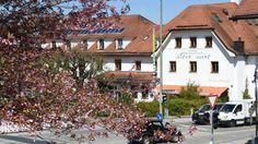"""Der """"Alte Wirt"""" liegt im Ortszentrum von Grünwald bei München"""