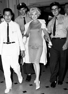 Marilyn Monroe leaves the Polyclinic Hospital in NYC on 11 July 1961 after undergoing gallbladder surgery 💋