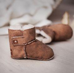 Cozy and warm wool slippers from the Swedish brand Shepherd. Perfect for the cold winter season. - MANI - Varme ulltøfler fra svenske Shepherd. Perfekt for kalde vinterkvelder. - MANI -