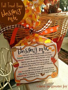 treat bags blessing mix One of our favorite fall and Thanksgiving treats is Blessing Mix! Mix it up and pass along some love to someone this fall! If you'd like to print snack mix labels, you can use Avery 8164 ship… Fall Treats, Holiday Treats, Holiday Fun, Halloween Treats, Holiday Foods, Halloween Teacher Gifts, Fall Snacks, Halloween Party, Fall Party Treats For Kids