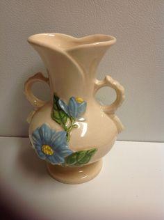 Hull Magnolia gloss vase, ca. 1950.