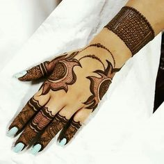 Mehndi henna designs are always searchable by Pakistani women and girls. Women, girls and also kids apply henna on their hands, feet and also on neck to look more gorgeous and traditional. Back Hand Mehndi Designs, Henna Art Designs, Indian Mehndi Designs, Mehndi Designs For Girls, Stylish Mehndi Designs, Wedding Mehndi Designs, Mehndi Design Pictures, Latest Mehndi Designs, Beautiful Henna Designs