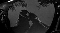 Strangers On A Train (Muukalaisia junassa) - Hitchcock meets Tintti & Nikke Knatterton! Hykerryttävää.
