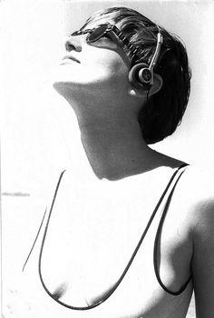"""Luciana Tomasi nas gravações do clip de """"Surfista calhorda"""" na praia de Ipanema (Porto Alegre), provavelmente em 1986."""