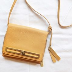 GREAT DEAL! 🎉 Vince Camuto Crossbody Bag In good condition! Some signs of wear and scratches on the hardware but you really have to be close up to notice. Leather is still perfect, no tears. Gold hardware. Interior pocket and can be zipped up. Interior lining in perfect condition. Can ship same-day! Vince Camuto Bags Crossbody Bags