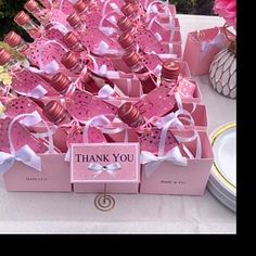 Pink party favor bags for your baby shower l Bridal Shower l Baptism Pink Party Favors, Party Favor Bags, Adult Party Favors, Baby Shower Goodie Bags, Baby Shower Candy Table, Wedding Favors, Baby Shower Gifts For Guests, Baby Shower Favors Girl, Favor Boxes