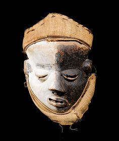 PENDE MASK Congo. H 25 cm. Provenance: Swiss private collection, 1950s.