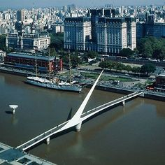 Stop wasting time running everywhere in search for the best hostels in Buenos Aires. Book a youth hostel in Buenos Aires and have a pleasant stay in the city! Great Places, Beautiful Places, Places To Visit, Argentine Buenos Aires, Riverside Restaurant, Santiago Calatrava, World Geography, Argentina Travel, South America