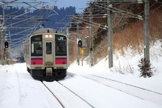 https://flic.kr/p/QXuy2Z | Local traveler | The 701 Series. East Japan Railway Company (JR East) Located : Obarino station, Ou main line, Akita pref  秋田県 奥羽本線 / 大張野駅