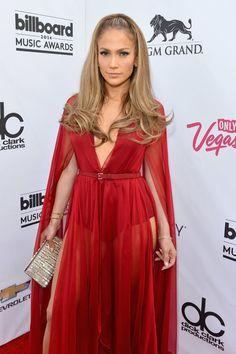 Pin for Later: Achtung Wolf! Jennifer Lopez ist das heißeste Rotkäppchen aller Zeiten Jennifer Lopez in Donna Karan bei den Billboard Music Awards 2014 Der Bodysuit hatte einen tiefen Ausschnitt, der erst auf Gürtelhöhe aufhörte und zum weiblichen Faltenwurf passte.